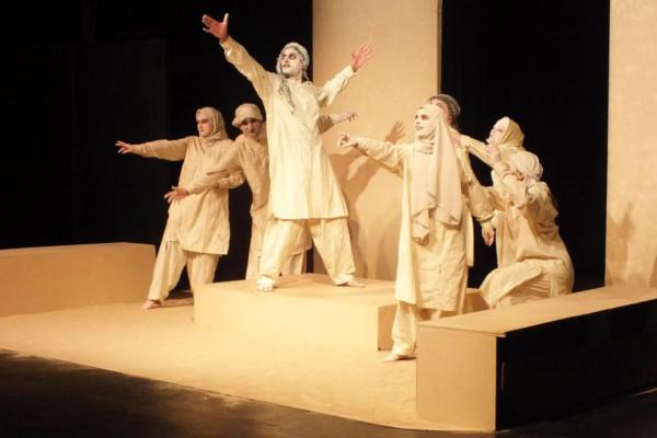 The undead Chorus in Antigone.